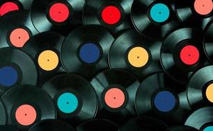 Por primera vez en 33 años, la venta de vinilos supera la de CD's