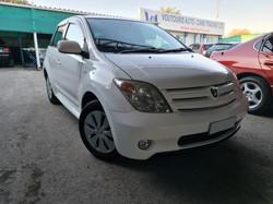 Toyota Ist White 01