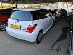 Toyota Ist White 04