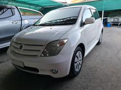 Toyota Ist White 05