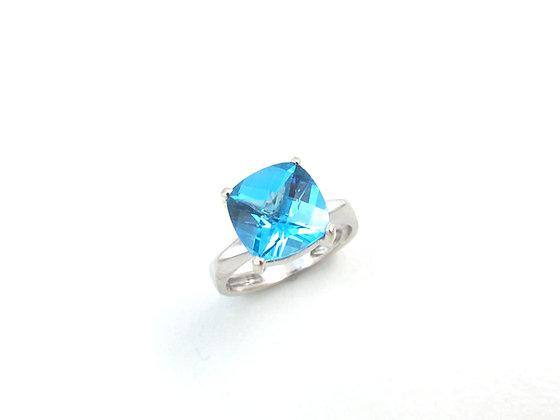 14kt White Gold Blue Topaz Ring