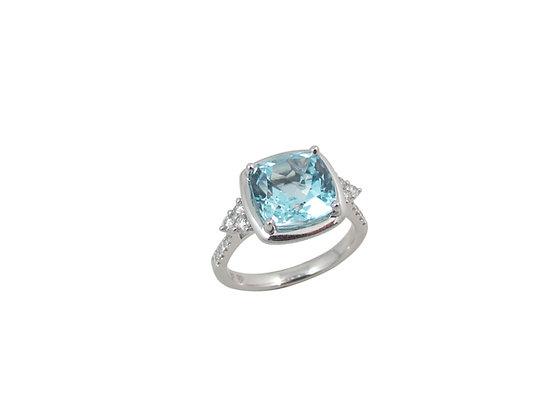 18kt White Gold Blue Topaz & Diamond Ring