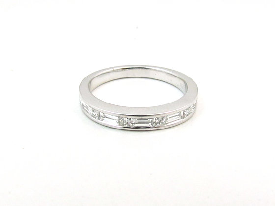 18kt White Gold Wedding Ring
