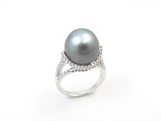 18kt White Gold Black Tahitian Pearl and Diamond Ring