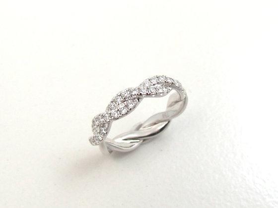 18 kt White Gold Diamond Twist Ring