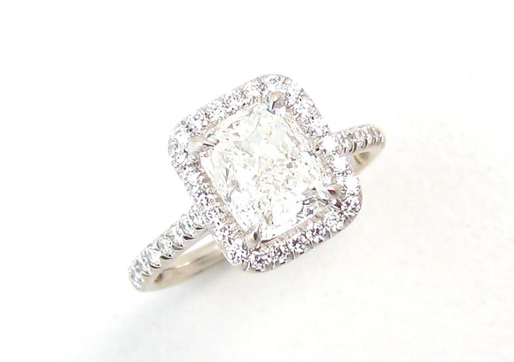 18kt White Gold Diamond Cushion Cut Engagement Ring