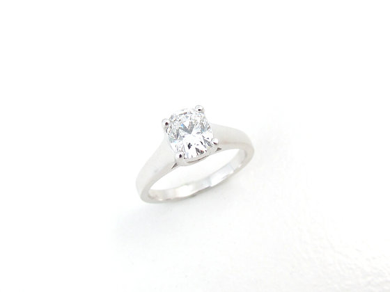 14kt White Gold Diamond Oval Cut Engagement Ring