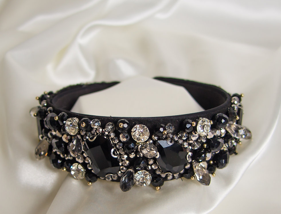 Raven Embellished Crown Headband In Black