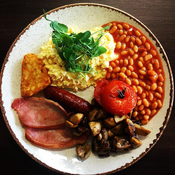 As the weather turns and the nights draw in breakfast becomes an even more important meal in the day. Set yourself up to face the elements by popping in and trying something from our breakfast menu. Our Farmer's breakfast comes with two rounds of toast on the side 🍅🍳🥓☕️