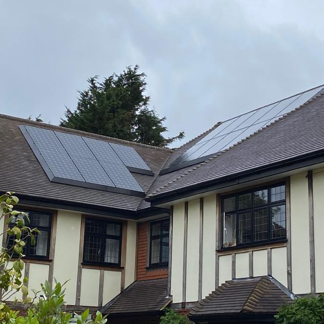 5.5kWp, SolarEdge, 2 x Tesla Powerwall, SolaSkirt