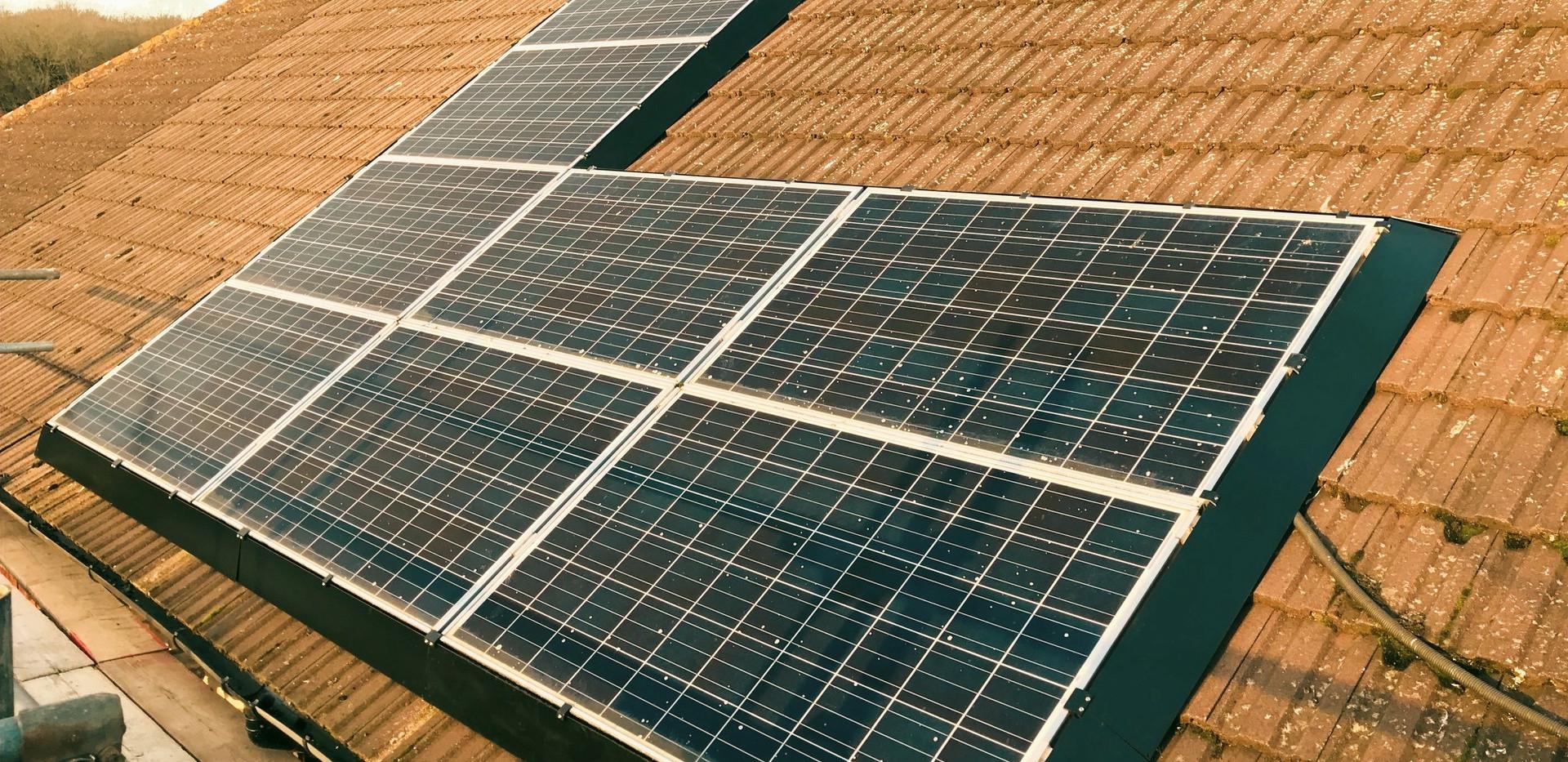 Full solar skirt surround on silver panels