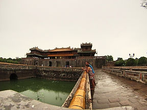 Jorge Necesario - Backpacking.cz: Low-cost traveling in Vietnam - Hue Imperial City Vietnam