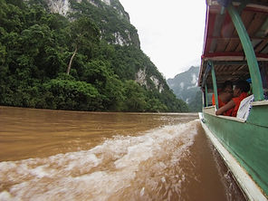 Jorge Necesario - Backpacking.cz: Low-cost traveling in Laos - Nam Ou river