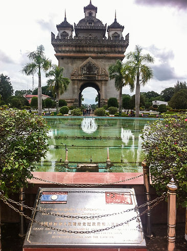 Jorge Necesario - Backpacking.cz: Low-cost traveling in Laos Patuxay Vientiane