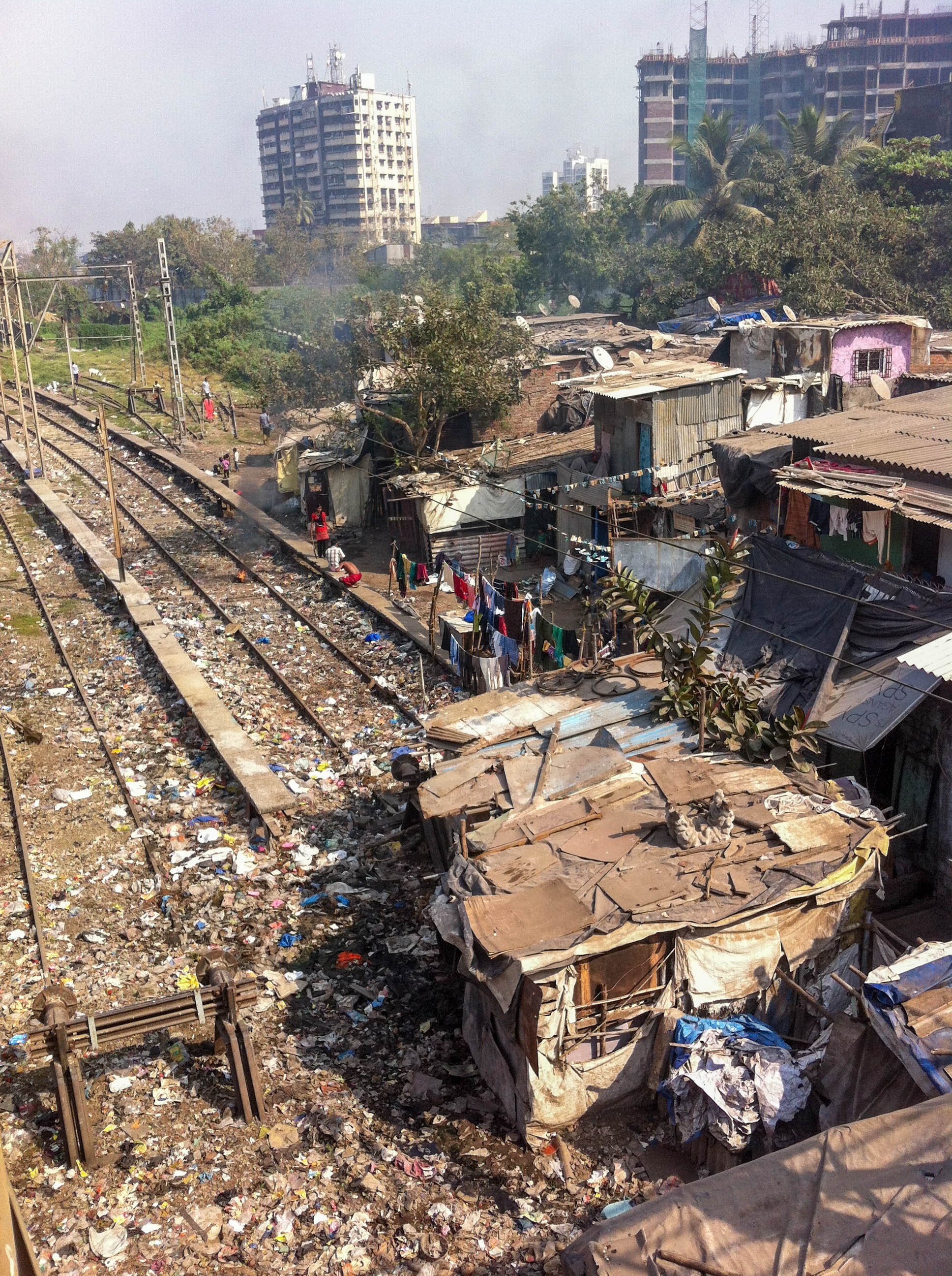 Slum v kolejišti, Mahim Junction