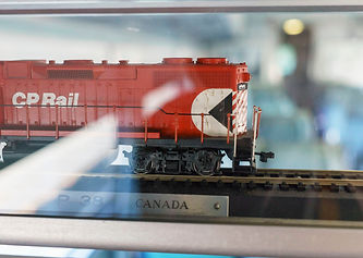 Working Holiday Canada - cheap flights & Canada Interrail