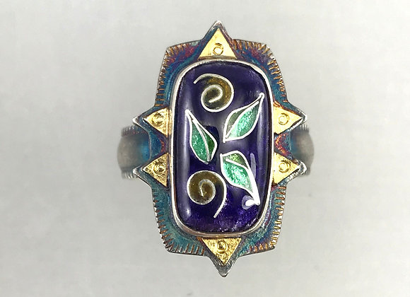 Cloisonne enamel ring with leaves and swirls