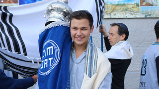 ORT Students Bring New Torah to CIM-ORT