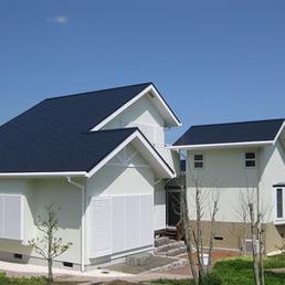 エコロジーな遮熱屋根塗装、クールナスコン色です