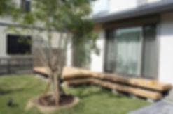 お庭の樹脂製ウッドデッキ