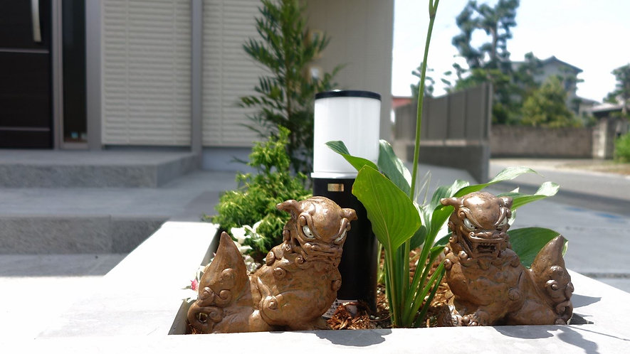 花壇に下草ポ-ルライト