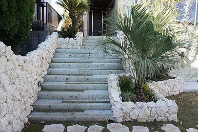 大谷石のアプロ-チ階段