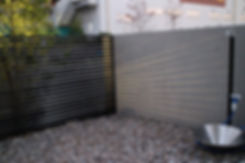 ジラ-レ立水栓に目隠しの横格子