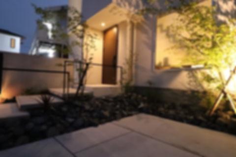 割栗石 ライトアップ 植栽
