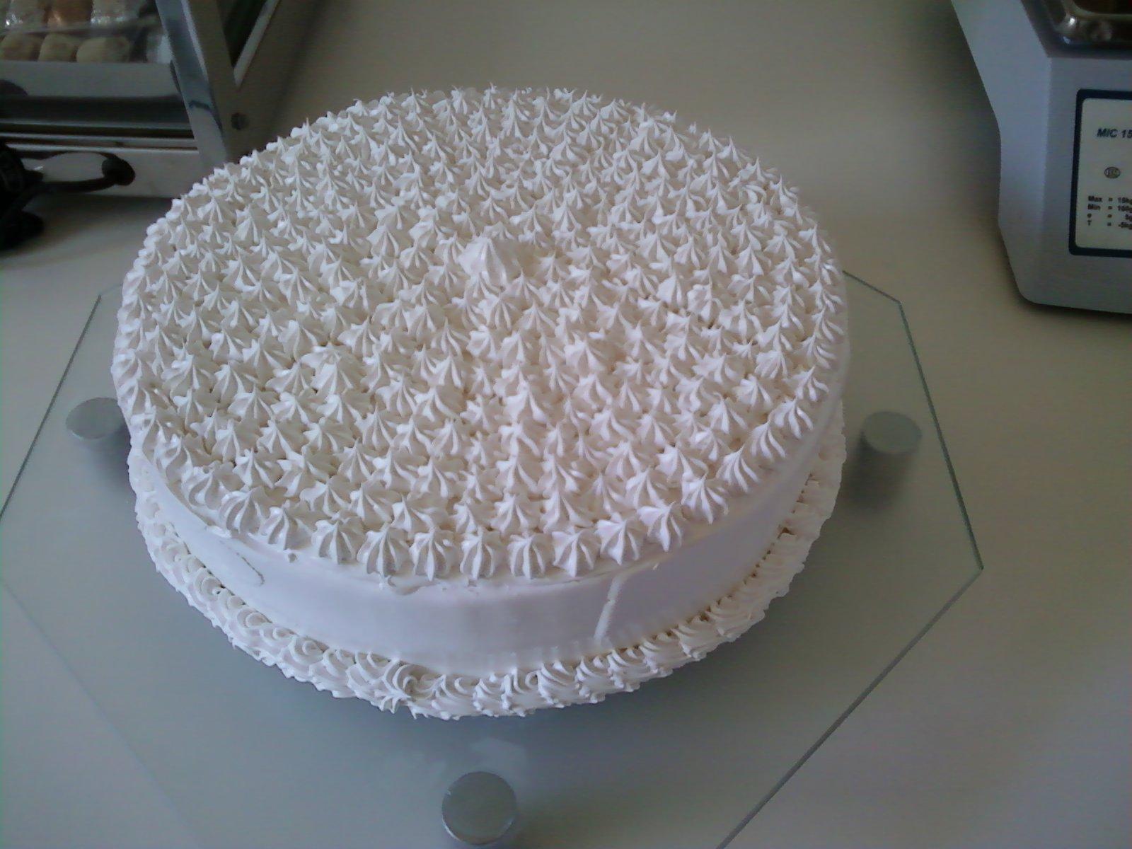 bolo decorado branco.jpg