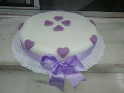 bolo_de_pasta_com_coração_lilas.jpg