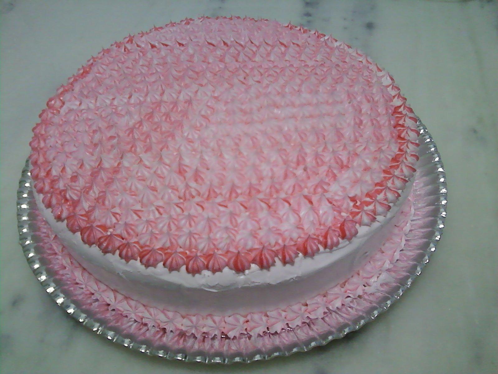 bolo branco confeitado com bico.jpg