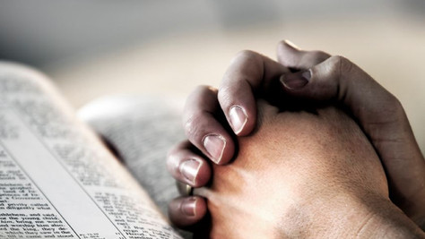 Dieu, le Puissant qui sauve au milieu de toi.