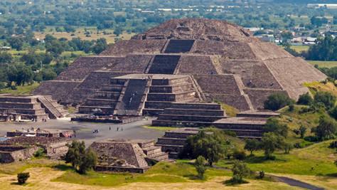 Découvertes de tunnels souterrains sous la pyramide de Teotihuacan