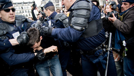 Vidéo - La preuve que la police est au service de l'élite. Soft Dictature.