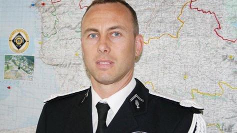 HÉROS: hommage au lieutenant-colonel Beltrame.