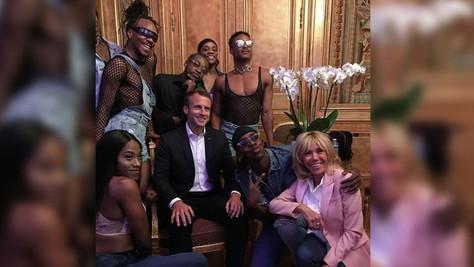 VIDÉO - Macron et les drag queens à l'Elysée: la déchéance du pouvoir français.