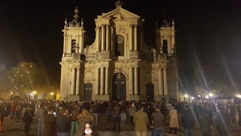 Confinement : Malgré le décret les interdisant, les messes font le plein