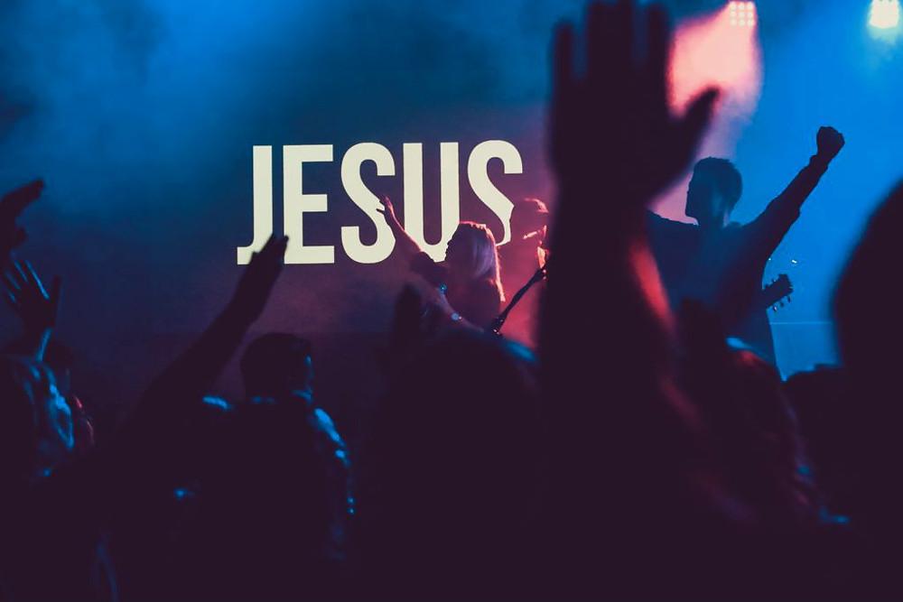 Jésus le Sauveur en concert toute l'année sur toute la Terre depuis tout le temps jusqu'à l'éternité.