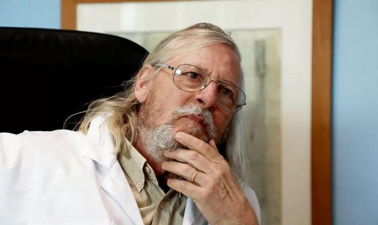 Le Professeur Didier Raoult, spécialiste des maladies infectieuses tropicales émergentes à la faculté de médecine de l'université d'Aix-Marseille et à l'IHU Méditerranée Infection