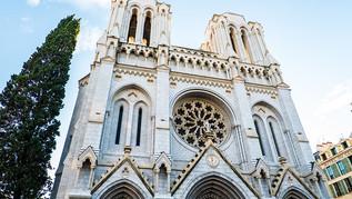 Hurlant en arabe, il cherche à pénétrer dans la basilique de Notre-Dame de Nice