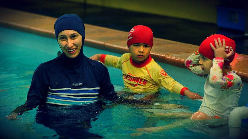 Burkini dans une piscine, polémique.