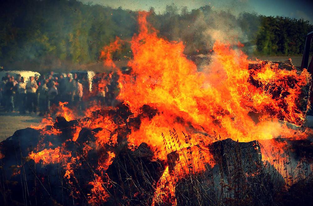 Incendie provoqué par des agriculteurs en colère