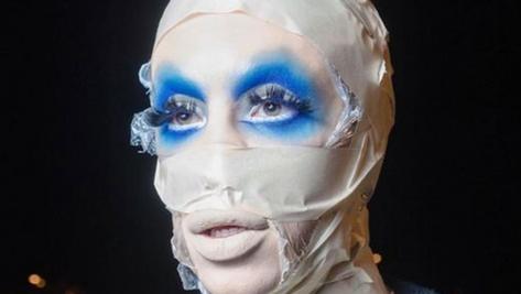 Etats-Unis : il dépense 50 000 dollars pour devenir un alien au genre neutre
