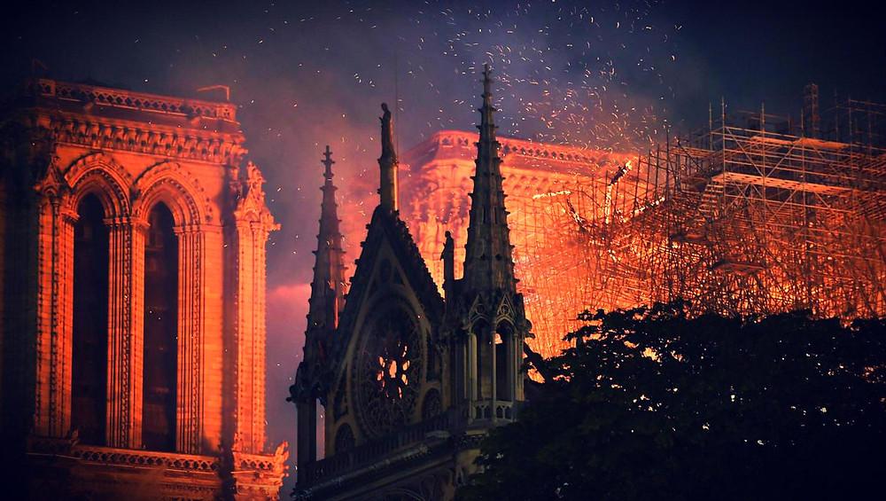 Notre Dame de Paris en flamme