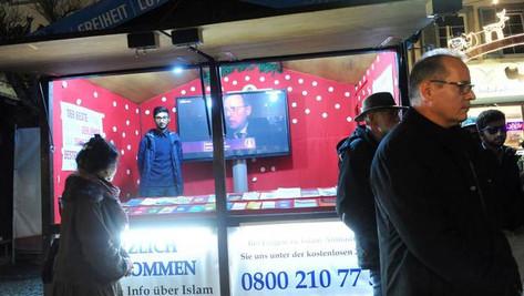 Un stand islamique sur un marché de Noël