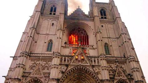 Incendies d'églises, actes anti-chrétiens: la Cathédrale de Nantes est très loin d'être la seule