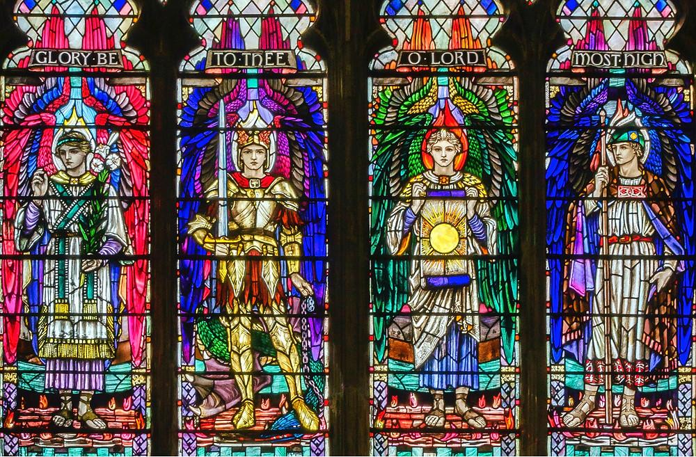 Vitrail représentant les archanges. Eglise de la Sainte Trinité à Kingston upon Hull, Angleterre.