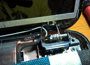 Αντικατάσταση μεντεσέδων σε laptop