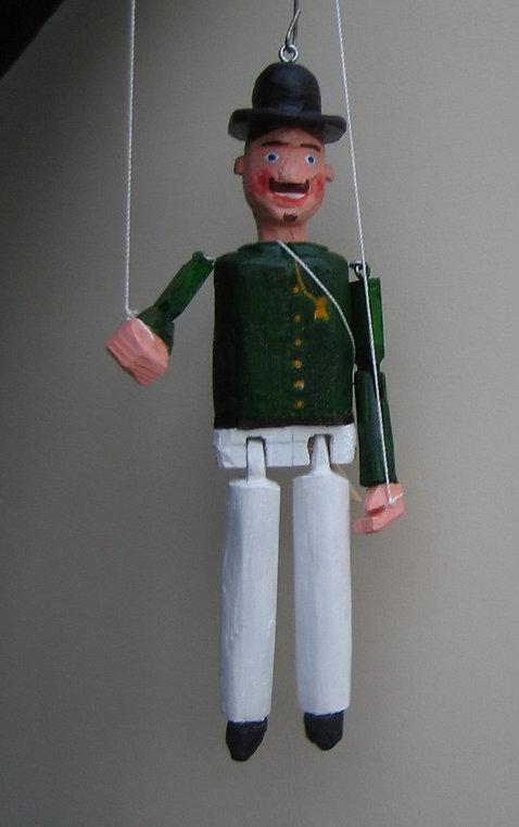 Une marionette du folklore bruxellois de la fanfare des chasseurs de prinkères