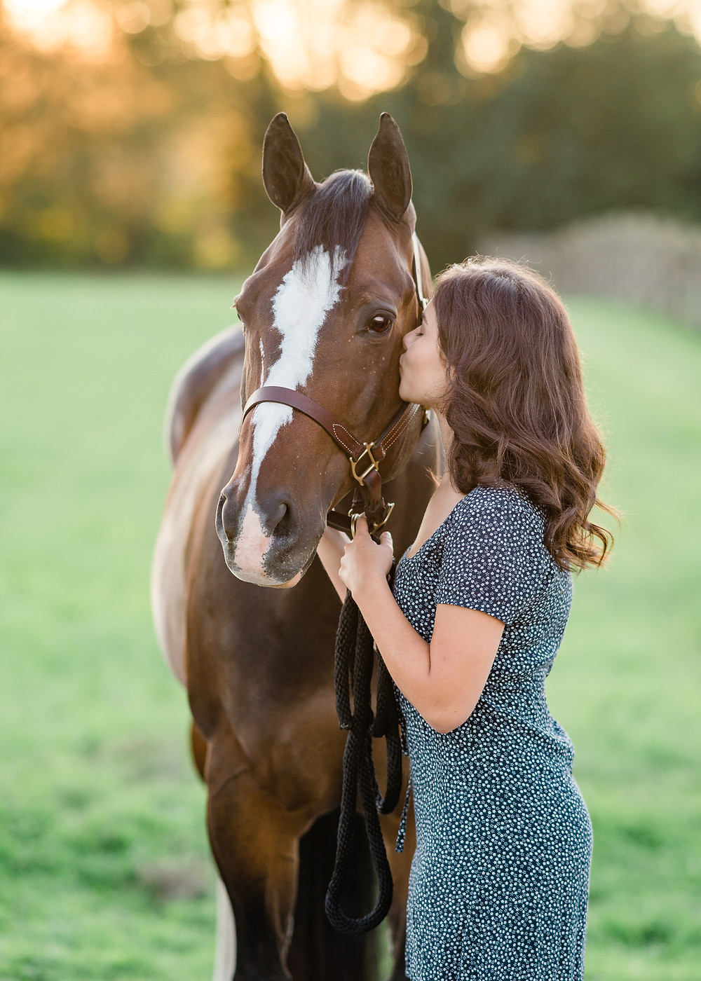 Lauren kissing Ozzy